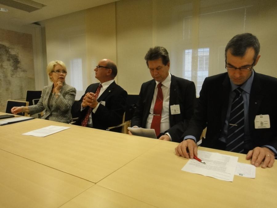 Tänään aamulla kävimme isomman ryhmän kanssa tapaamassa OKM:ssä opetusministeri Henna Virkkusta ja pääjohtaja Anita Lehikoista. Aiheenamme huoli osaajien koulutuksesta talousalueellamme myös tulevaisuudessa. Erinomainen päivänavaus näin koulumaailman kielellä.