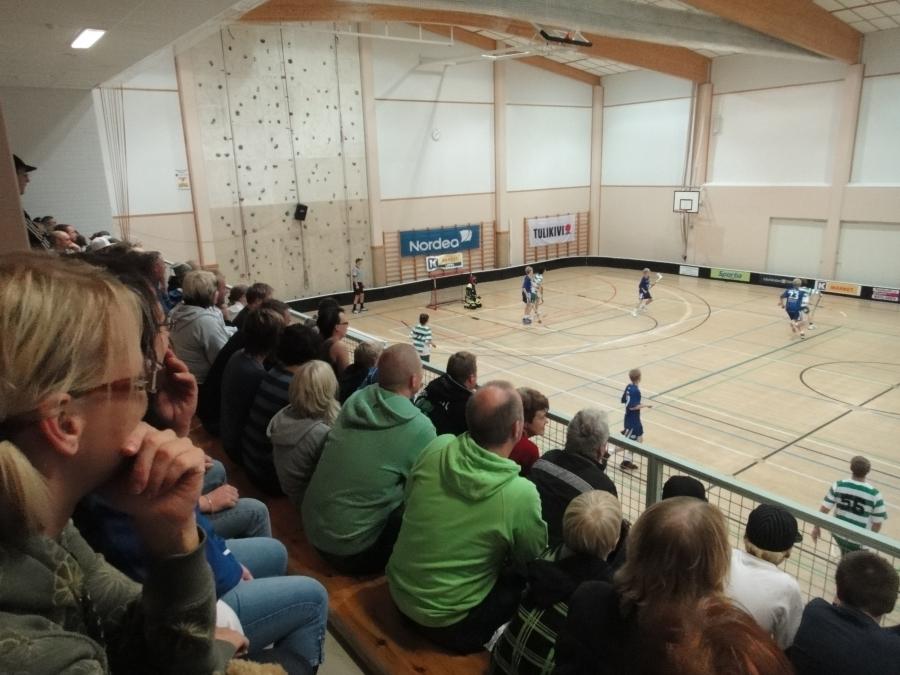 Tänään upean päivän päätös Lopella Elmolassa, missä 96-junnut pelasivat SM-sarjan karsintasarjaa. Lopen LFT voitti jälleen kaksi tärkeää peliä ja otti tärkeän askeleen kohti mestaruussarjaa. Uskomaton suoritus piskuiselta Lopelta.