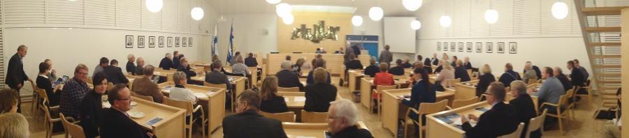 Tunnelmia Hämeen Kokoomuksen ylimääräisestä piirikokouksesta Orimattilasta. Piirikokous valitsi tänään kaksi ehdokasta lisää eduskuntavaaleihin eli nyt enää yksi paikka vapaana ja se ehkä pidempäänkin tyhjänä. Katsotaan.