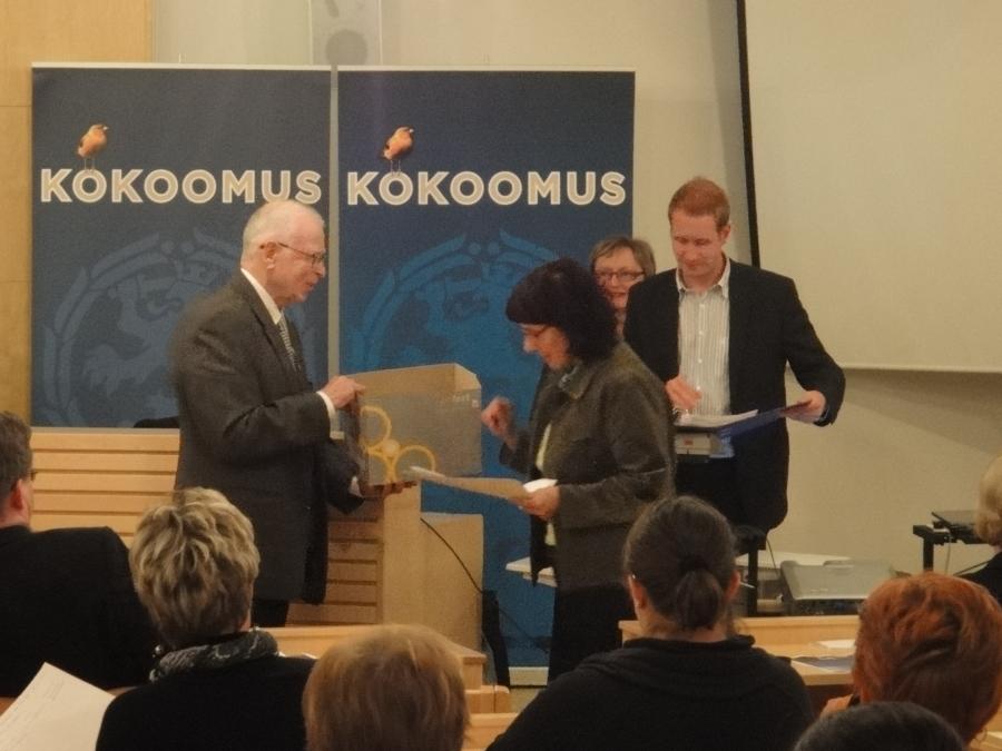 Äänestys käynnissä. Äänestyksessä Lulu Riikonen sai 57 ääntä, Juha Rostedt 46 ääntä ja Risto Kalermo 25, Merja Vahter 18 ja Antti Ahonen 14.