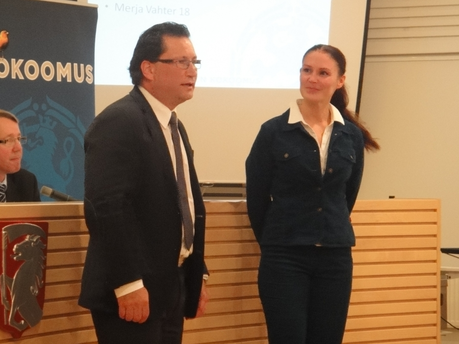 Tässä siis uudet mainiot ehdokkaamme; Lulu Riikonen Hämeenlinnasta ja Juha Rostedt Lahdesta. Ryhmä nyt yhtä vaille valmis. Kova porukka.