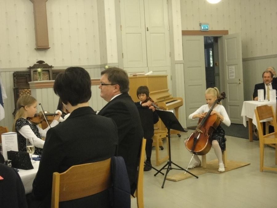 Ja musiikkista vastasivat mm. Forssan Musiikkiopiston jousikvartetti.