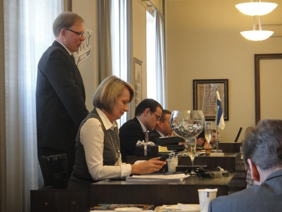 Kokoomuksen eduskuntaryhmä kiitti puheenjohtajamme Pekka Ravin johdolla Jukka Mäkelää hyvästä työstä. Tänään siis Mäksyn viimeinen eduskuntaryhmän kokous ja nyt ystävämme siirtyy Espoon kaupunginjohtajaksi.