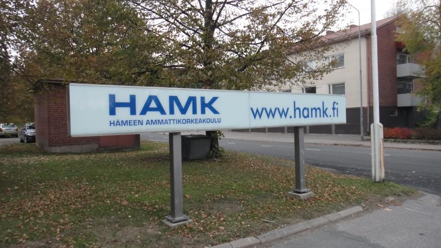 Ilta tänään Hämeen Ammattikorkeakoulun HAMK:n Riihimäen toimipaikkaan tutustuen. Loistava ja tuloksekas yksikkö jonka tulevaisuudessa ei pitäisi olla mitään epäselvää kenellekään.  HAMK tarjoaa Riihimäellä suomenkielistä koulutusta mediatekniikassa, tietotekniikassa, kone- ja tuotantotekniikassa, tuotekehityksessä sekä liikennealalla. Mechanical Engineering and Production Technology on englanninkielinen koulutusohjelma. Lisää: http://portal.hamk.fi/portal/page/portal/HAMK/Organisaatiojatoimipaikat/Toimipaikat_kartat/Riihimaki