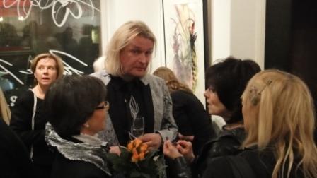 Illalla ehdin vielä Jukka Rintalan Akvarelleja ja muotipiirroksia- näyttelyn avajaisiin. Näyttely on avoinna Galleria Hanna Kaarinassa Helsingissä 11.11.-12.12.2010.