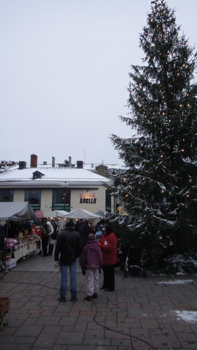 Tunnelmia aamulta ja päivältä Riihimäen saksalaisilta markkinoilta. Upea talvisää - vaikka hieman viima kylmensikin - mutta väkeä aivan valtavasti liikkeellä ja mikä tunnelma.