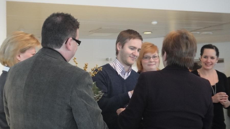Nuorisoteatterin puolesta palkinnon vastaanottivat Timo Raita, Emilia Tuominen ja Niina Lahtinen.