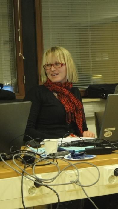 Kunnanhallituksen kokousta johtamassa varapuheenjohtaja Saija Grönholm.