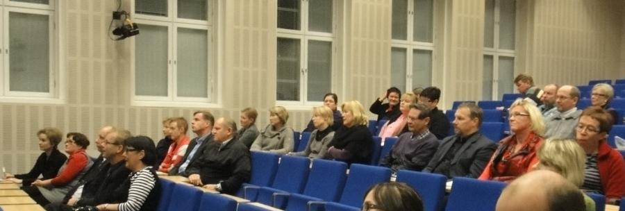 Riihimäen Lukion auditoriossa oli hienosti väkeä kuulemassa Timo Lankisen alustusta tuntijakouudistuksesta ja sen jälkeen keskustelemassa aiheesta.