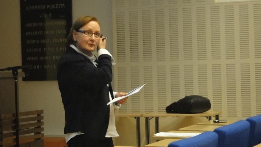 Hämeen OAJ:n puheenjohtaja Maritta Kokko piti illan toisen kommenttipuheenvuoron nostaen esille mm. perusopetuksen riittävät resurssit. Marittan kanssa on ollut mukava tehdä yhteistyötä tässä vuosien varrella ja yleensäkin OAJ:n kanssa. Säännölliset tapaamisemme ovat olleet antoisia ja tänään jälleen sovimme jo seuraavan tulevalle tammikuulle.
