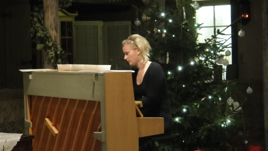 Illan juhlan musiikista vastasi Anna Reponen...