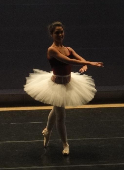 Riihimäkeläisen Tanssikoulu 1st Stepin joulunäytös Eteläisellä koululla oli jälleen upea. Kaksi tuntia toinen toistaan upeampia ja liikuttavampia esityksiä. Tässä hyvä ystäväni Derya, joka ei koskaan jätä kylmäksi.