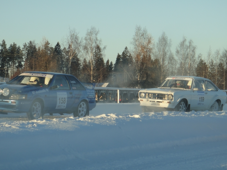 Lopen miehet valmiina hyökkäämään. Edessä Erkki Lepola ja takana Jarno Hatakka.