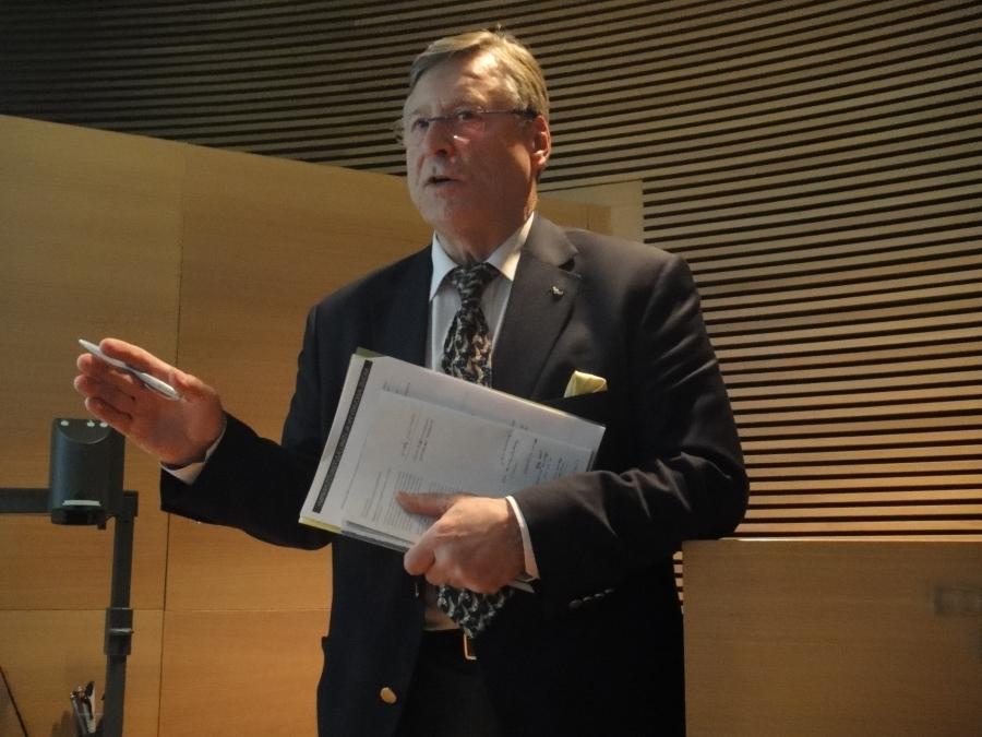 Ministeri Pertti Salolainen.