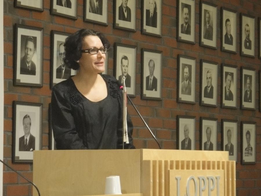 Erinomaisesti työnsä tehnyt kunnanjohtajamme Karoliina Viitanen esittelemässä Sote-hankkeen nykytilaa.