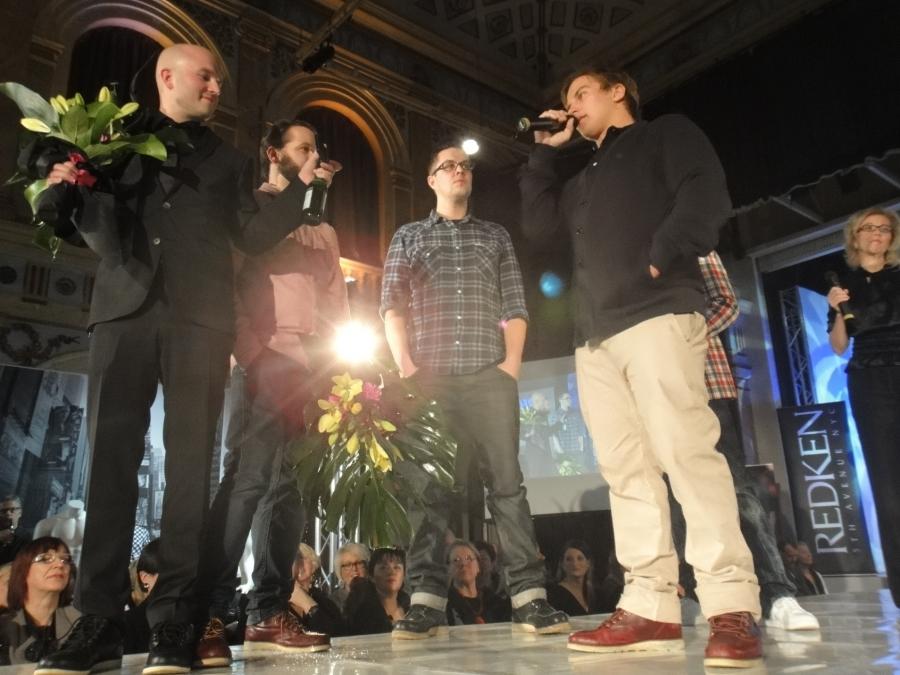Makia palkittiin 10 000 eurolla Vuoden Muotiteosta.