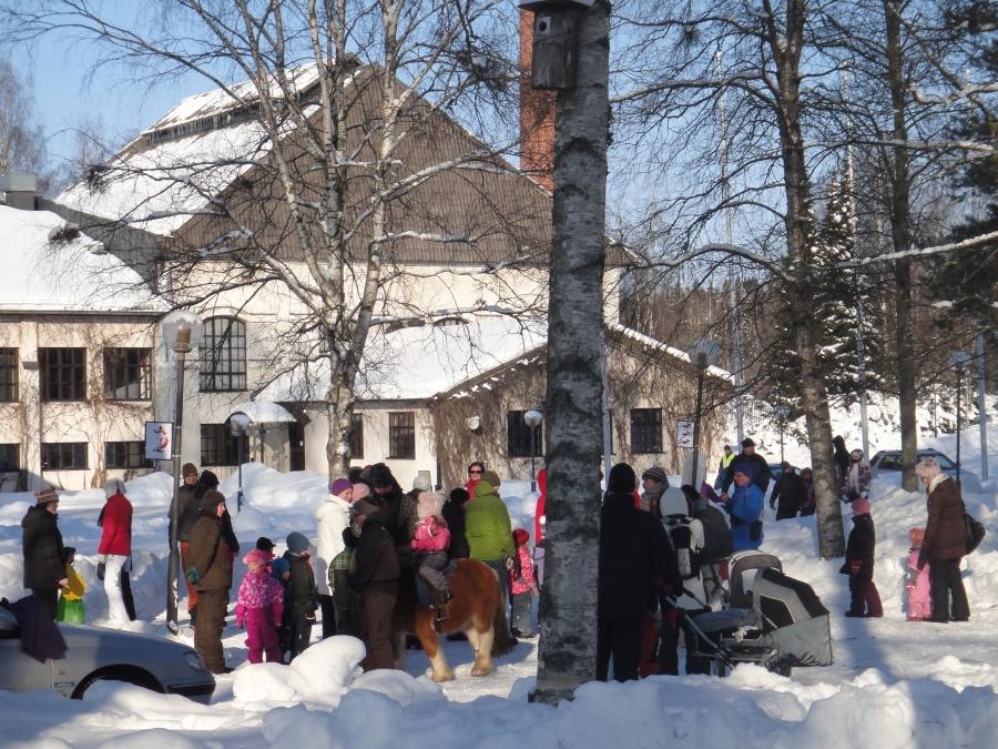 Ja sitten Metsästysmuseolla ja Lasimuseolla perinteen mukaan Talvikki-talvitapahtumassa. Paukkupakkasessa.