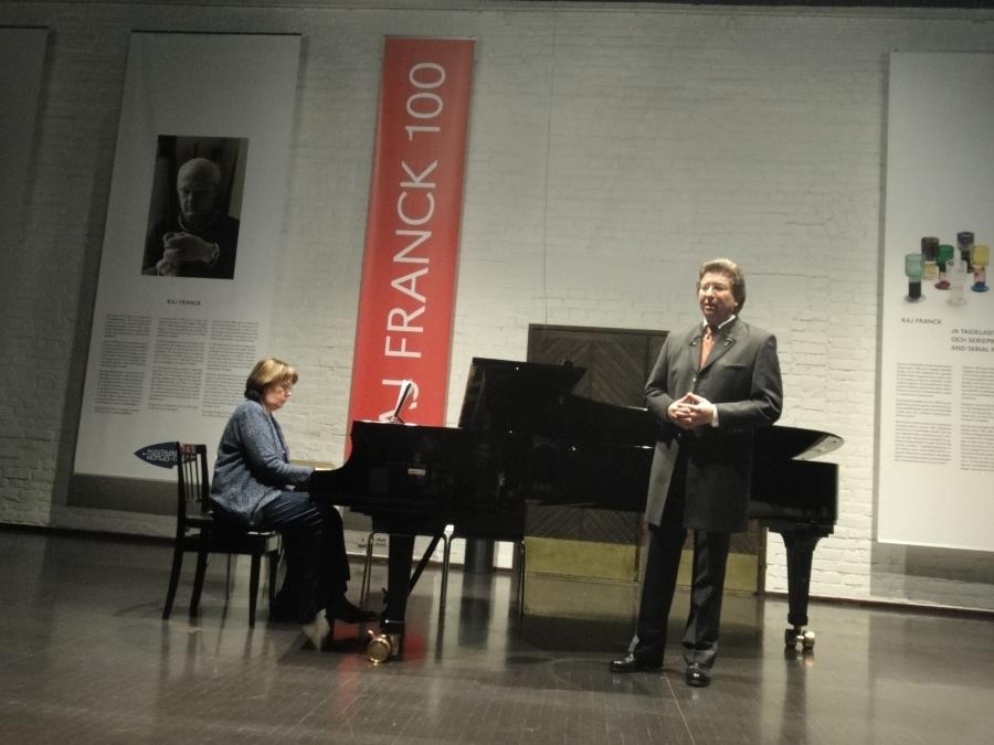Ja illan huipennus upea Schubert-konsertti lasien keskellä. Baritoni Benno Schollum ja pianisti Maija Weitz.
