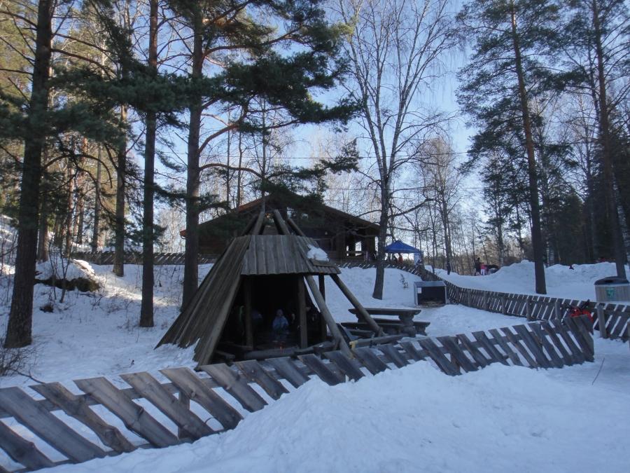 Laskiaistunnelmia ensin Aulangolta Hätilän Kokoomuksen Laskiaisteltalta ja väkeä piisasi ja sitten Riihimäeltä leijonien Lasten Laskiaistapahtumasta.