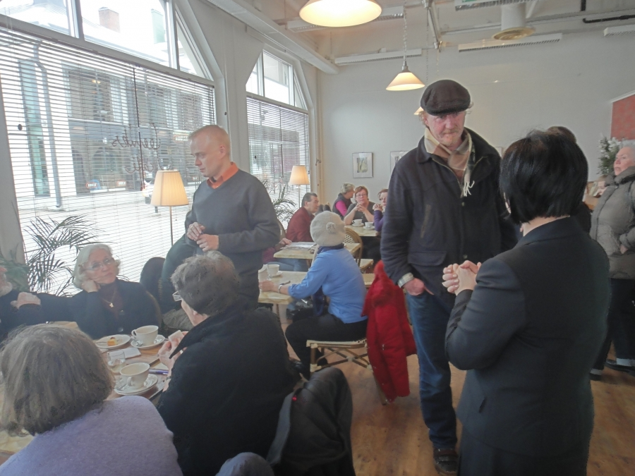 Ja sitten täyden tuvan kanssa kantapaikassani Riihimäellä eli Feeniks Cafessa.