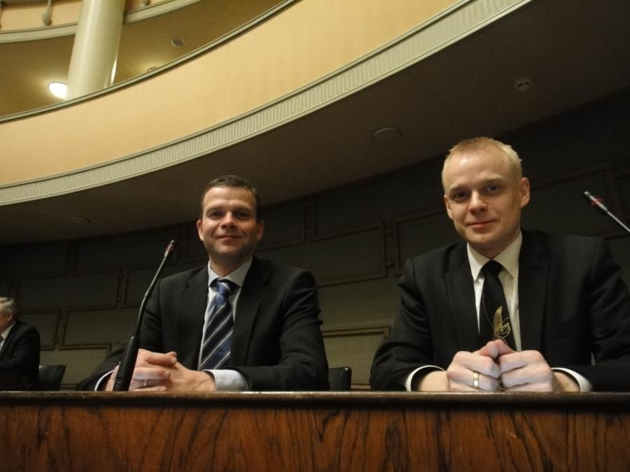 Ja sitten viimeinen äänestys. Hieno hetki salissa Petteri Orpon kanssa.