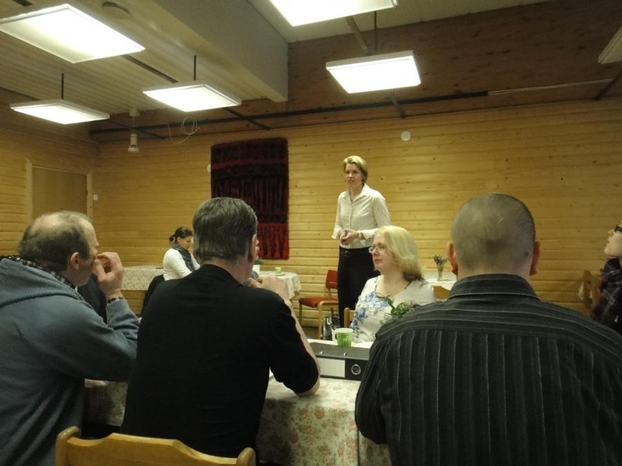 Lopen Kokoomus oli kutsunut tänään kevätkokoukseen Hämeen Kokoomuksen kansanedustajaehdokkaat. Paikalla oli lisäkseni lahtelainen Sari Niinistö. Sari saikin hyvän vastaanoton Lopella.