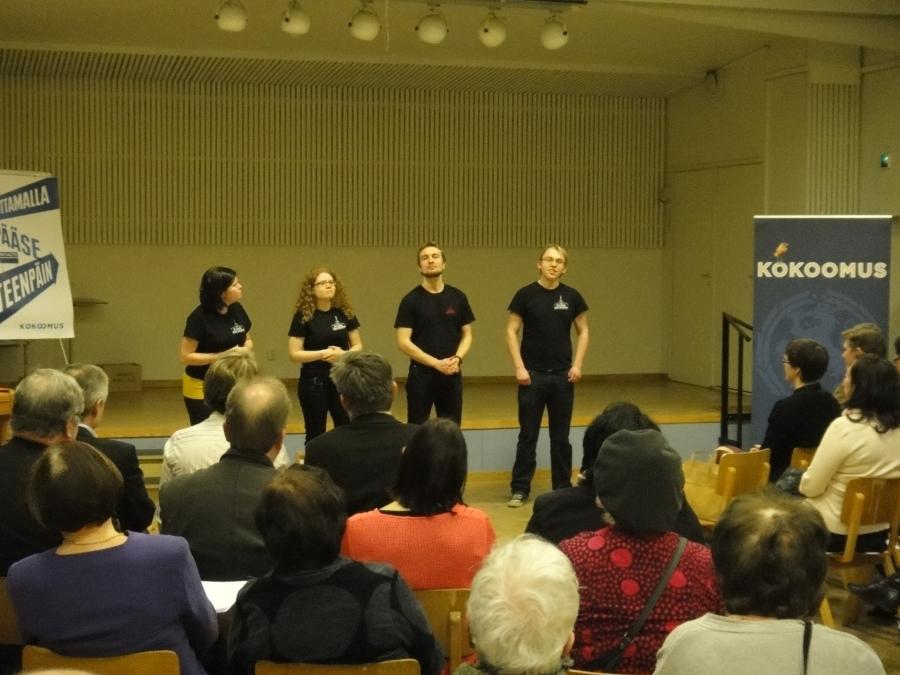 Riihimäen Nuorisoteatterin impro-ryhmä huipensi vaalipaneelimme ja -iltamamme upeaan esitykseen.