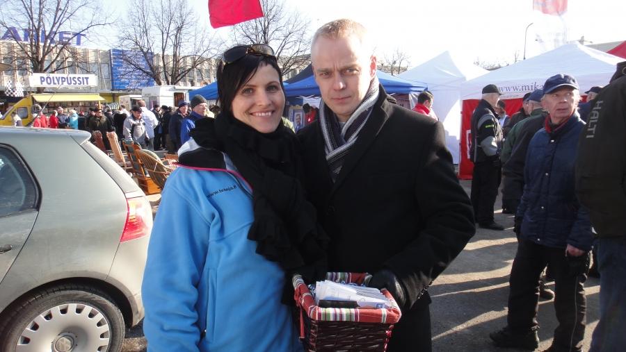 Heinolan kuukausimarkkinoilla.... Tässä Laihon Elinan kanssa kampanjoimmassa....
