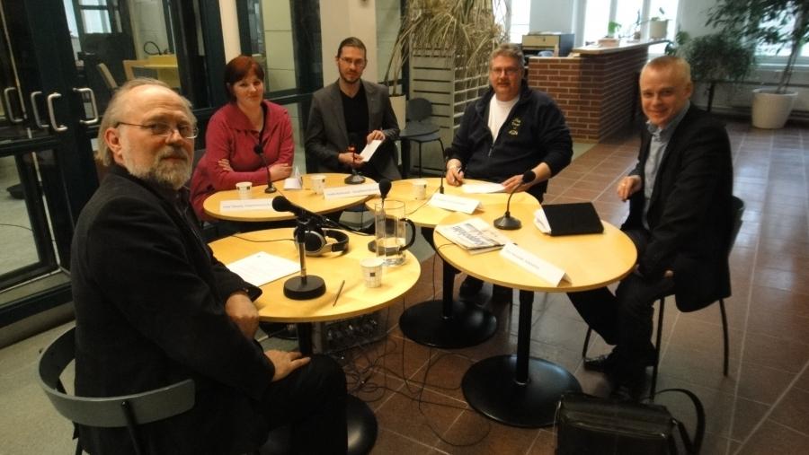 Ja sitten kiertueen jälkeen Hämeenlinnan keskustasta Ylelle ja Radio Hämeen Politiikan Puhemylly Pertti Lampisen johdolla. Aiheena tänään maamme talous ja verotus.