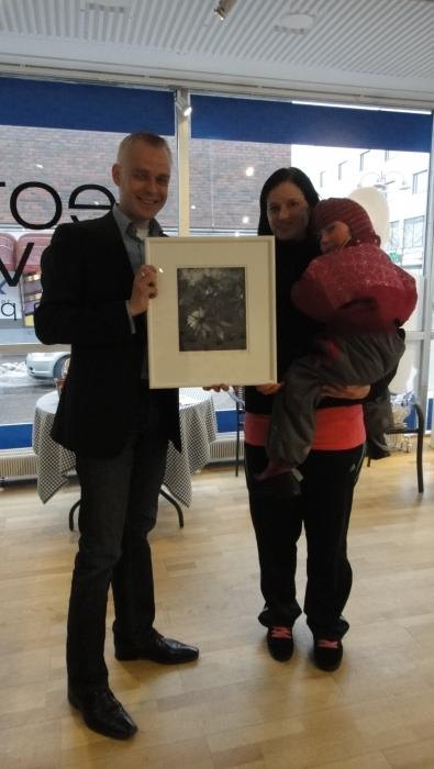 Ja tukiryhmämme 500. jäsen - Heidi Mäensivu sai palkintonsa ja huomenna jo varmaan paukkuu sitten 600. tukijan raja. Katsotaan onko näin.