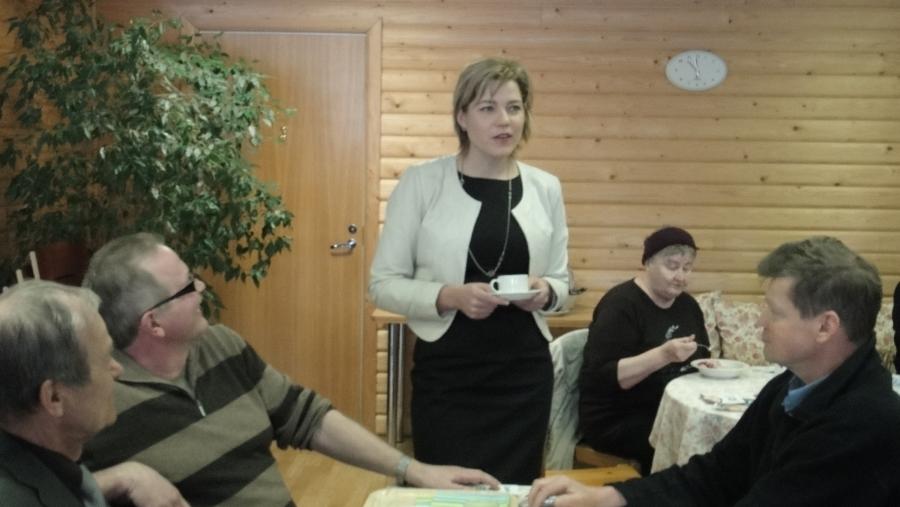 Tänään kampanjapäivä ystäväni Henna Virkkusen kanssa Kanta-Hämeessä. Tästä se alkoi täydestä Lopen Lounastuvasta ja sitten ohjelmassa Tammela, Forssa ja Jokioinen.