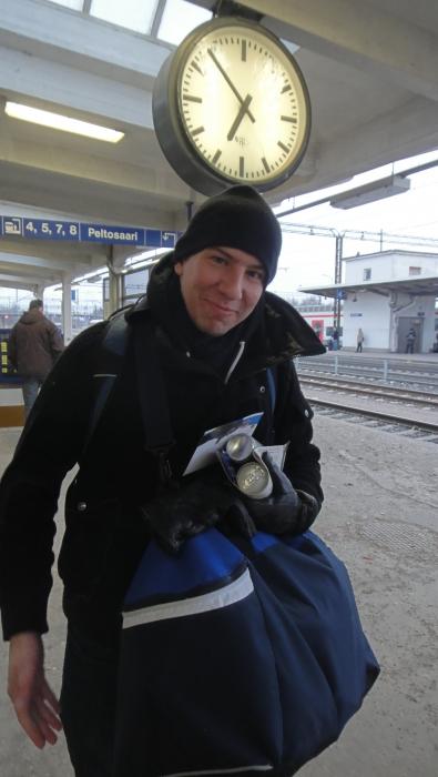 Ja tyytyväinen oli aamuvarhaisella myös riihimäkeläinen näyttelijä Aku Hirviniemikin.