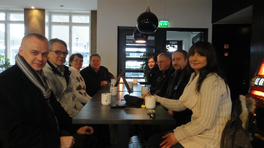 Ja osa Riksun tiimistä päätöskahvilla X:ssä. Kiitos kahveista Malmialan Raijalle.