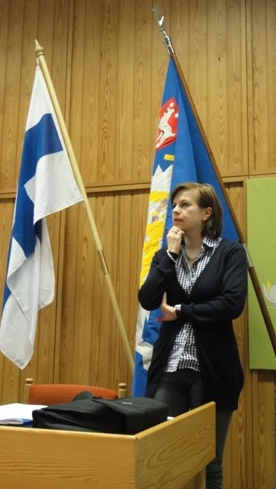 Ja Kokoomuksen järjestöpäällikkö Hanna Laine kävi läpi erikoista vaalitulosta. Mielenkiintoinen paketti ja mielenkiintoinen analyysi. Meillä vahvoja osaajia puoluetoimisto täynnä.