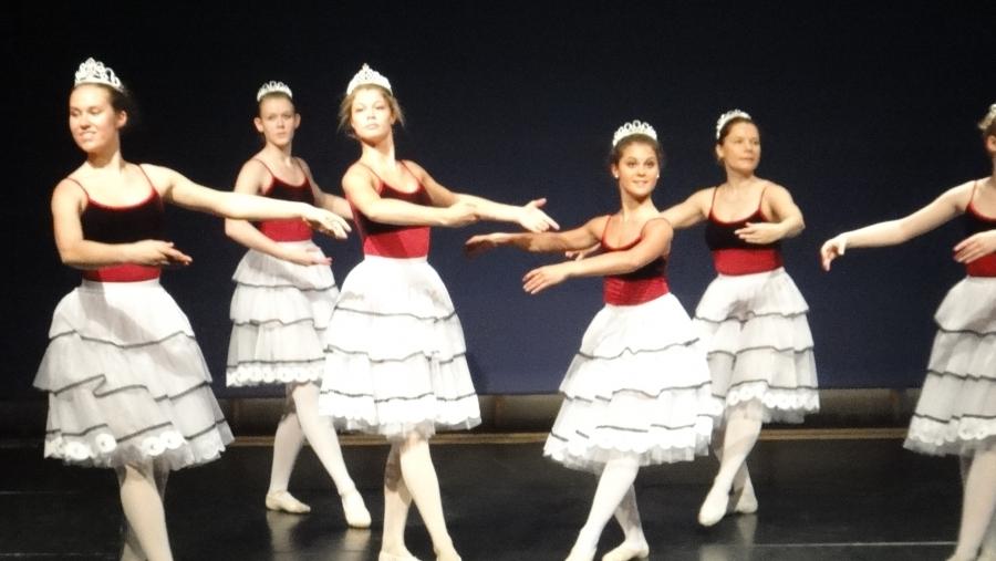 Ja sitten Riihimäen Yrittäjien Graniitin aukion tapahtuman jälkeen Eteläiselle koululle ja siellä tänään Tanssikoulu 1st Stepin vuotuinen Kevätshow. Kuvat kertokoot enemmän.