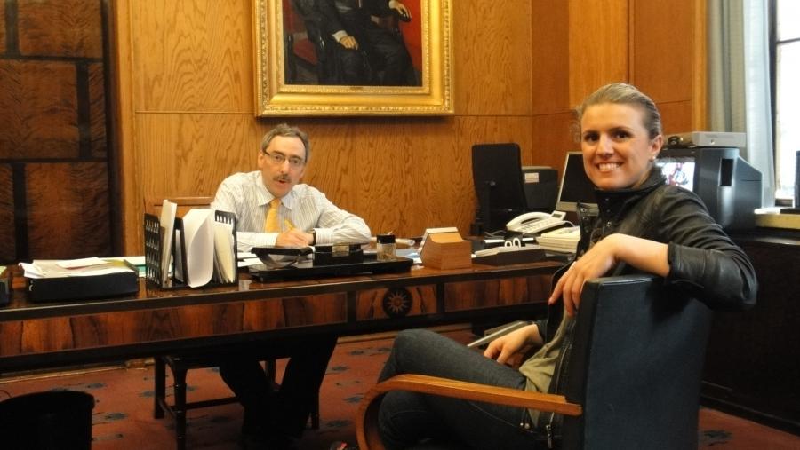 Vuoden pakolaisnainen Fatbardhe Hetemaj kävi eilen tapaamassa eduskunnassa puhemies Ben Zyskowicziä.