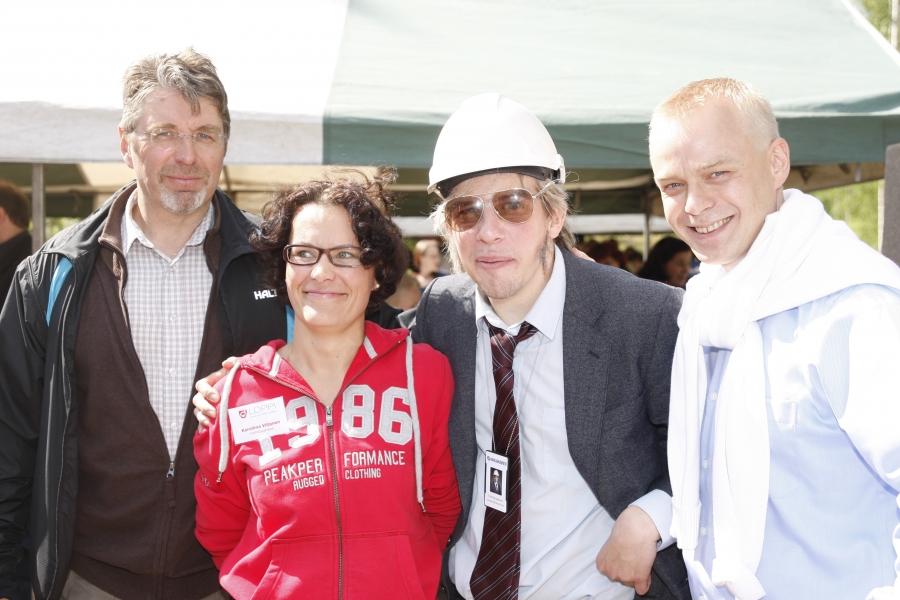 Ja tässä sitä ollaan... Lopen kunnanvaltuuston puheenjohtaja Seppo Kuparinen (vas) ja sitten Kunnanjohtajamme Karoliina Viitanen, Timo Harjakainen ja Kaima Heinonen.