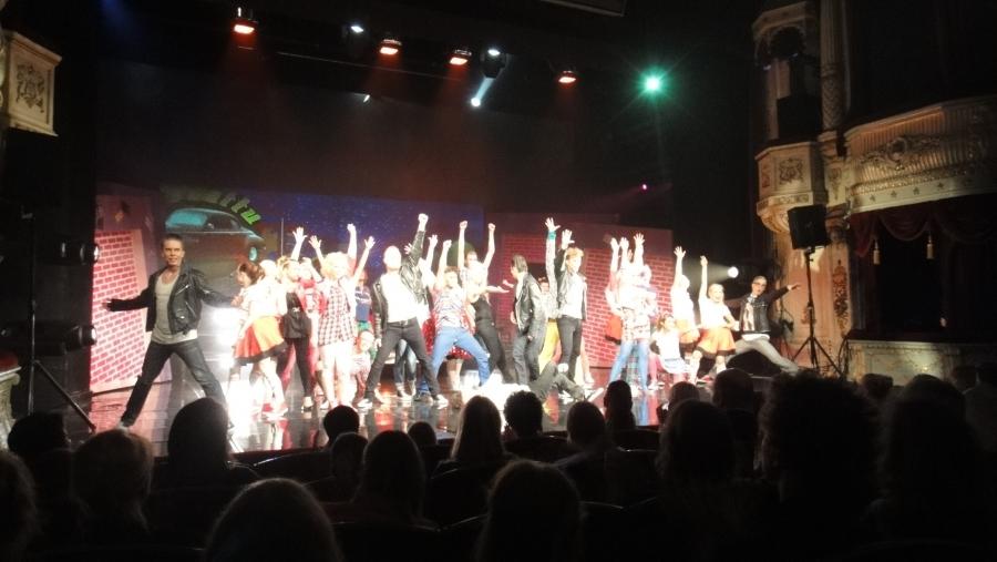 Illalla tänään ehdin hieman kulttuurinkin pariin. Aleksanterin Teatterissa erinomainen Grease-musikaali. Jos vielä lippuja saatta ja ehditte niin menkää ehdottomasti katsomaan.