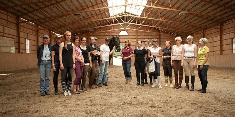 Ja tässä sitten voittaja hevonen Acasia DK ja voittajaratsastaja Katriina Kemppi Timon Törpön lanssa. Ja niin siis kaikki me muutkin.
