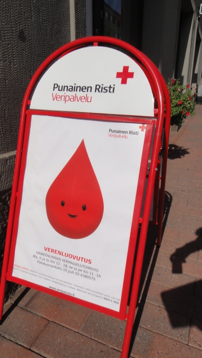 Ojensin tänään käteni 73. kerran. Ota sinäkin heinäkuun helleajan haaste vastaan ja käy luovuttamassa verta. Helppo ja vaivaton tapa auttaa.