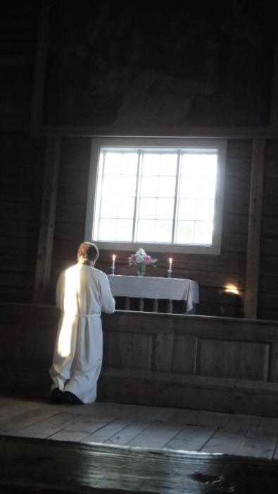 Illan hartauden piti seurakuntamme kappalainen Ilkka Juote, joka aikaan toimi minunkin rippipappina.