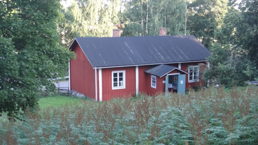Lukkarin Puustelli Lopen Vanhankirkon mäen juurella. Siis kotiseutumuseomme yksi rakennus.