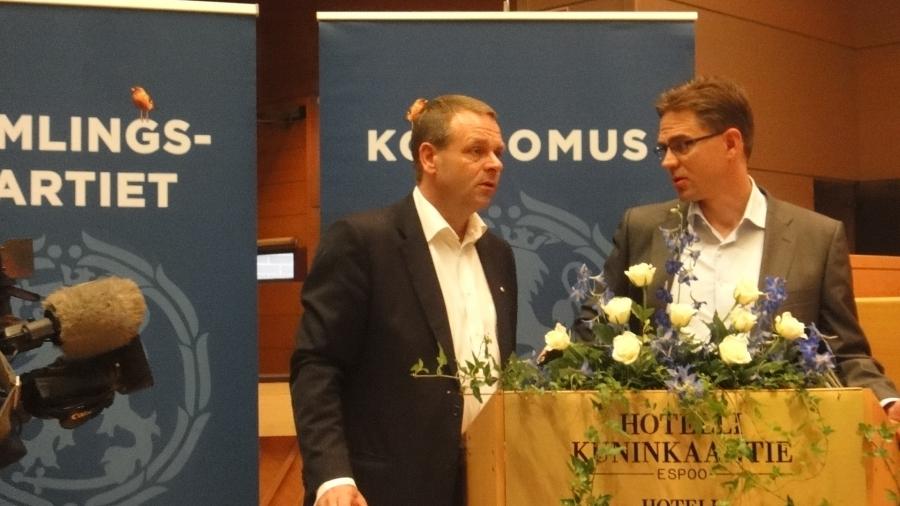 Tunnelmia Kokoomuksen eduskuntaryhmän kesäkokouksen toiselta päivältä Espoosta... Kokousta ja Kokoomus Kuuntelee jne...