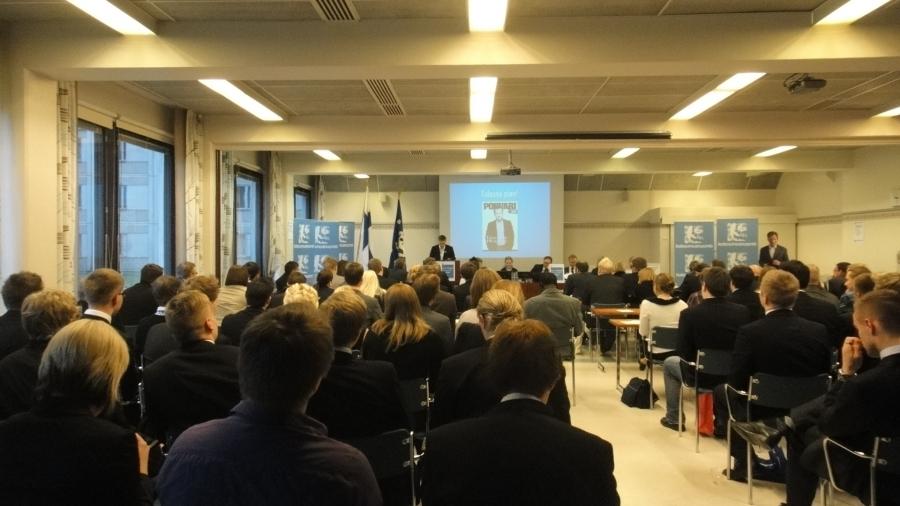 78. Kokoomusnuorten Liittokokous Forssassa 5.-7.11.2011. Minulla oli kunnia toivottaa Kokoomusnuoret Hämeeseen tervetulleeksi ja avajaisten lisäksi oli jälleen ihan hauska seurata myös nuorten kokouksen kulkua. Erittäin hyvää keskustelua monesta ajankohtaisesta asiasta.