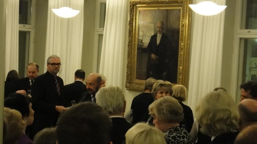 Ja ennen konsertti juhlaväelle esiteltiin Erkyläläisen konsertton syntyhistoriaa ja