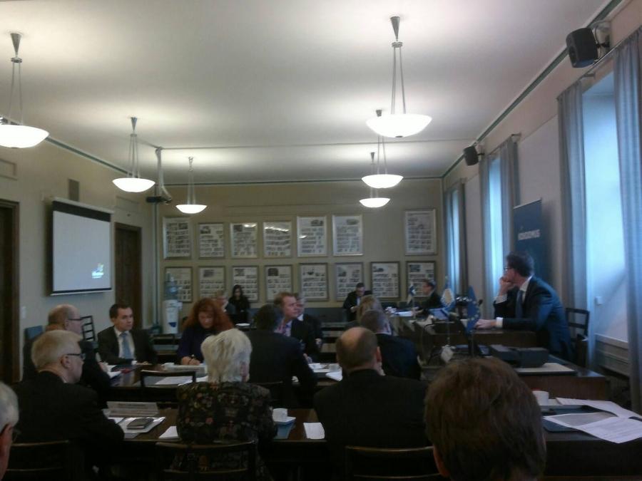 Ja aamulla ennen puoluevaltuustoa pidimme vielä puoluehallituksen kokouksen eduskuntaryhmän huoneessa.