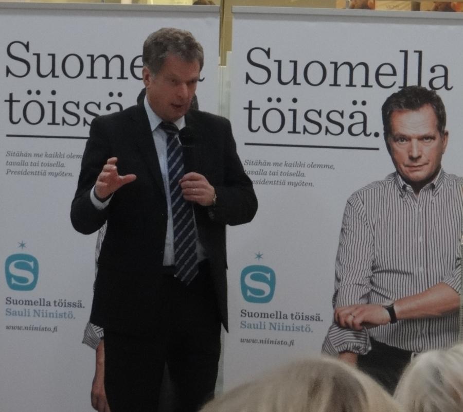 Sauli Niinistö tänään Kanta- ja Päijät-Hämeessä. Kuvat kertokoot puolestaan. Ei ole tällaista ennen Suomessa taidettu nähdäkään.