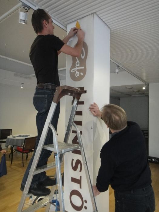 Vapaapäivän talkoita. Riihimäen Niinistö Cafe valmistuu ja avautuu ensi viikonloppuna 17.11.2011 klo 11. Tervetuloa mukaan.