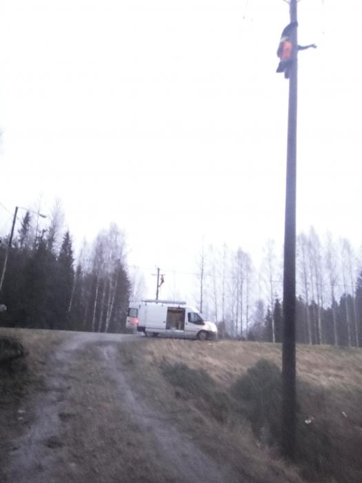 Korjausmiehiä töissä iltapäivällä kantatie 54:n Mikonkaaren alueella.