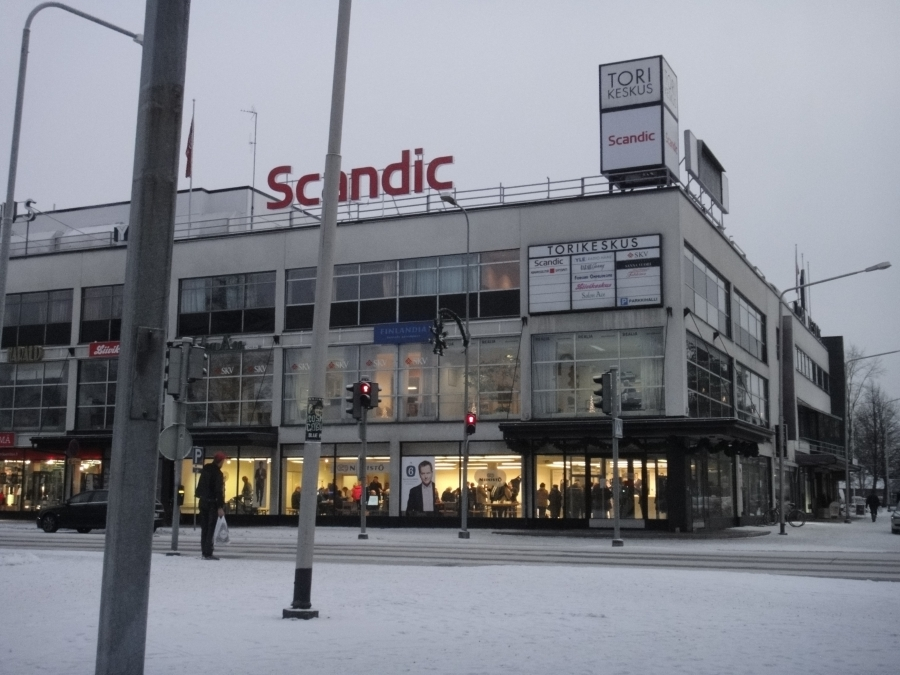 Ja tässä sittem varmasti yksi maamme suurimmista Niinistö Cafeista kun Lopella on Suomen pienin. Eli tämä on Niinistö Cafe Forssa.